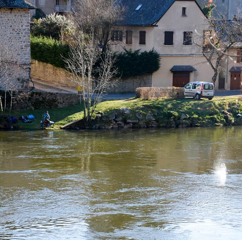 En rivière aussi il est parfois nécéssaire de pêcher à longue distance pour atteindre la bonne veine de courant.