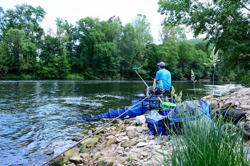 peche-au-feeder-en-riviere-installation