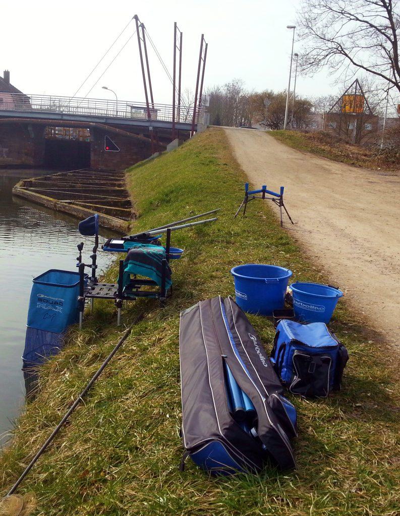 Installation sur les berges d'un canal.1
